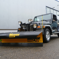 Schneepflug Meyer Drive Pro 6-8 mit Schneeabweiserzu Trägerfahrzeug Jeep Wrangler