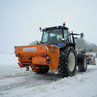 Salzstreuer epoke TP9 mit 3Punkt Aufnahme Trägerfahrzeug Traktor NewHolland 90 PS
